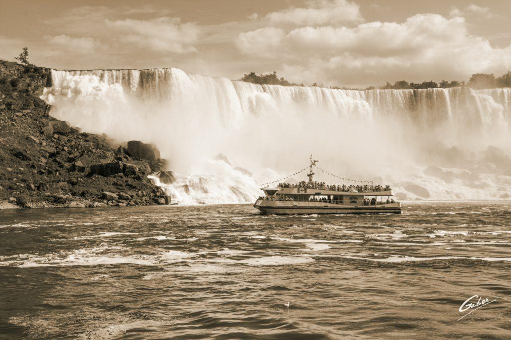 Summer Scenes, Niagara Falls, Canada, 2016  03
