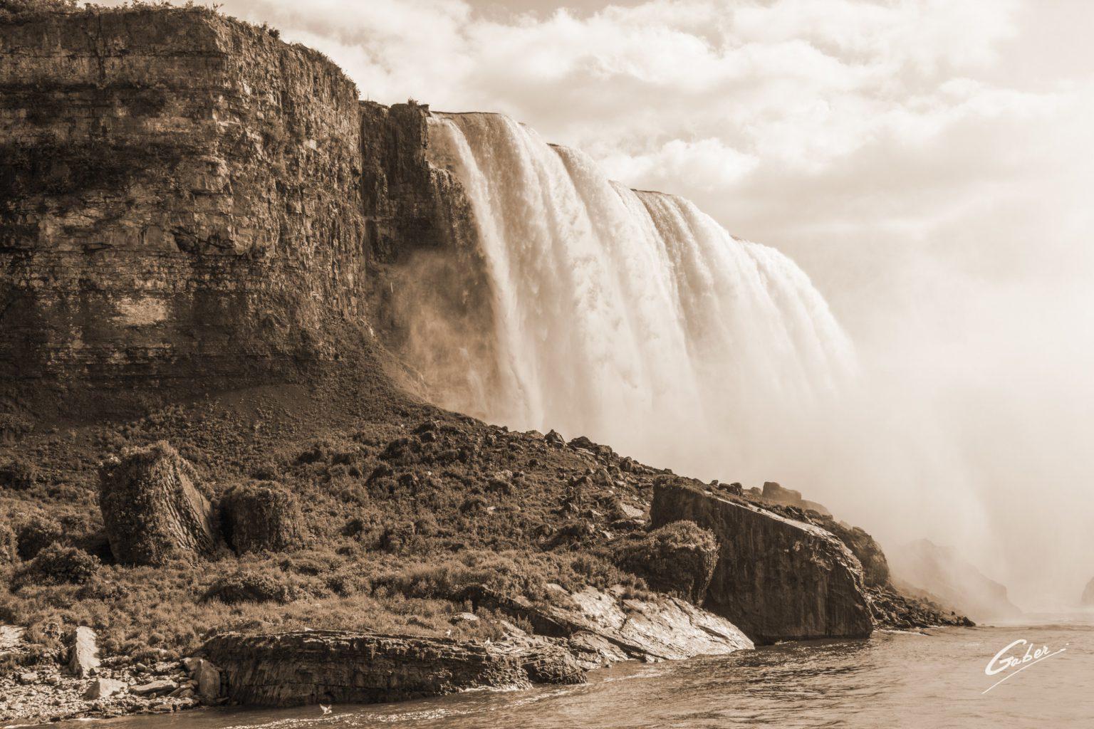 Niagara_Falls_09_16x24_FINAL_GAB-S-LSSNF16-09